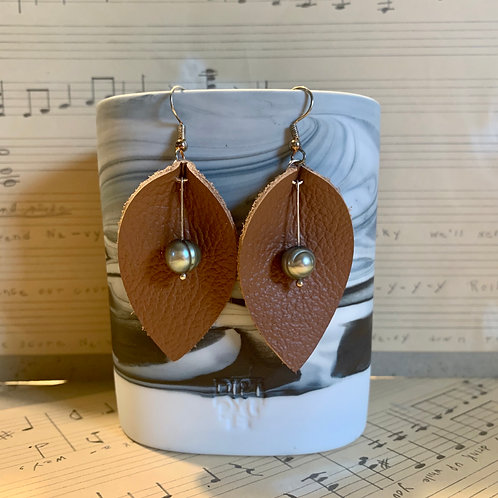 Leather & Freshwater Pearl Earrings