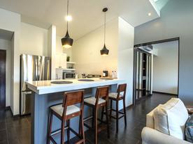 Suite: Full Kitchen