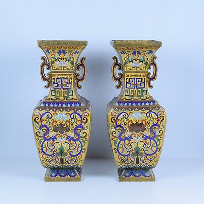 Coppia di vasi in metallo Cloisonné