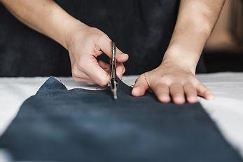 scissors-cutting-fabric-straight-on.jpg