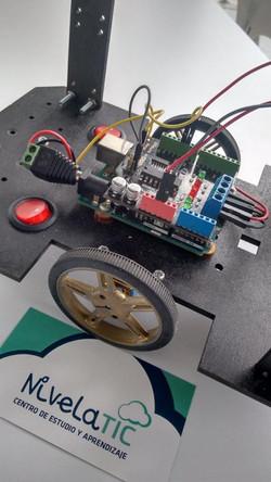 Robot NivelaTIC TIC' E' BOT  14053947_986785421434004_5865736068313656184_n