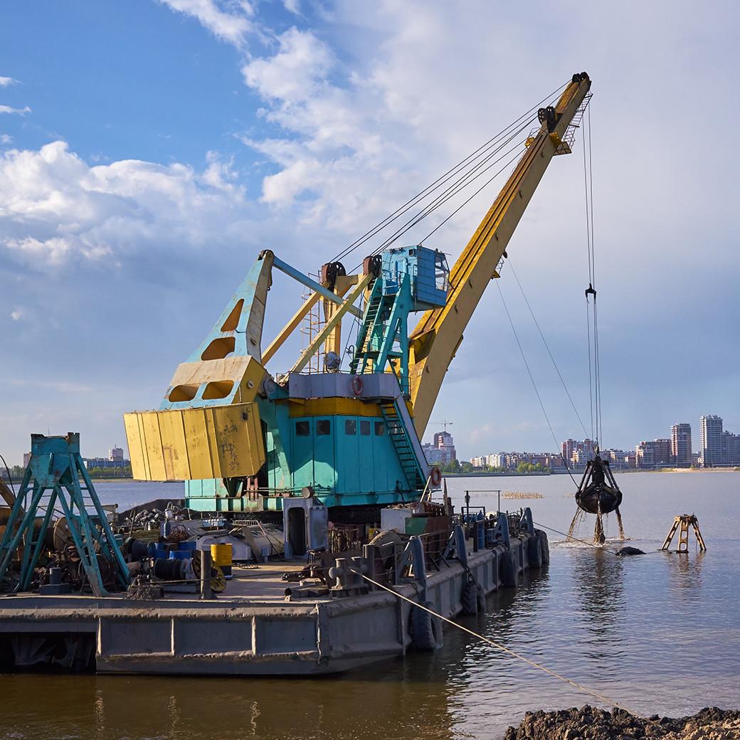 clamshell-crane-dredge-1040x1040.jpg