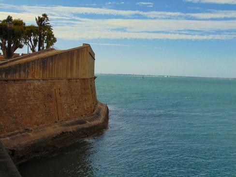 Baluarte de la Candelaria y la bahía