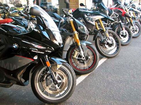 Motos en el parking