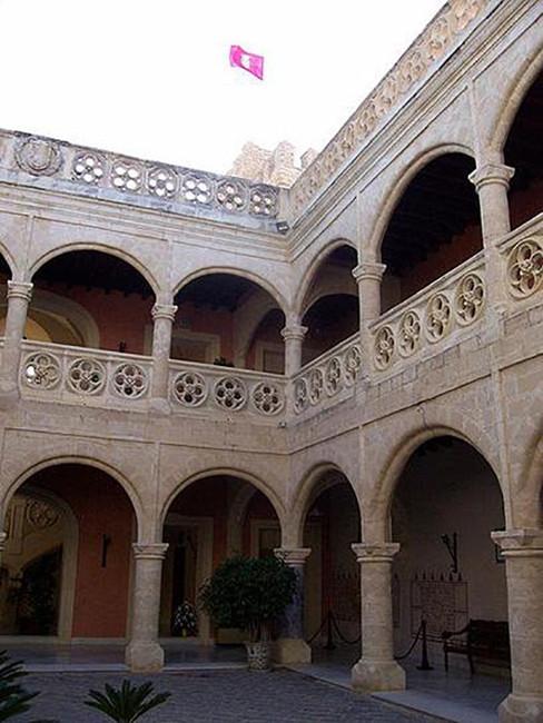 Patio interior del Castillo de Luna