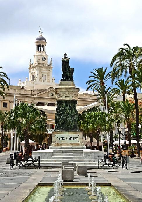 Estatua a Moret - plaza de San Juan de Dios