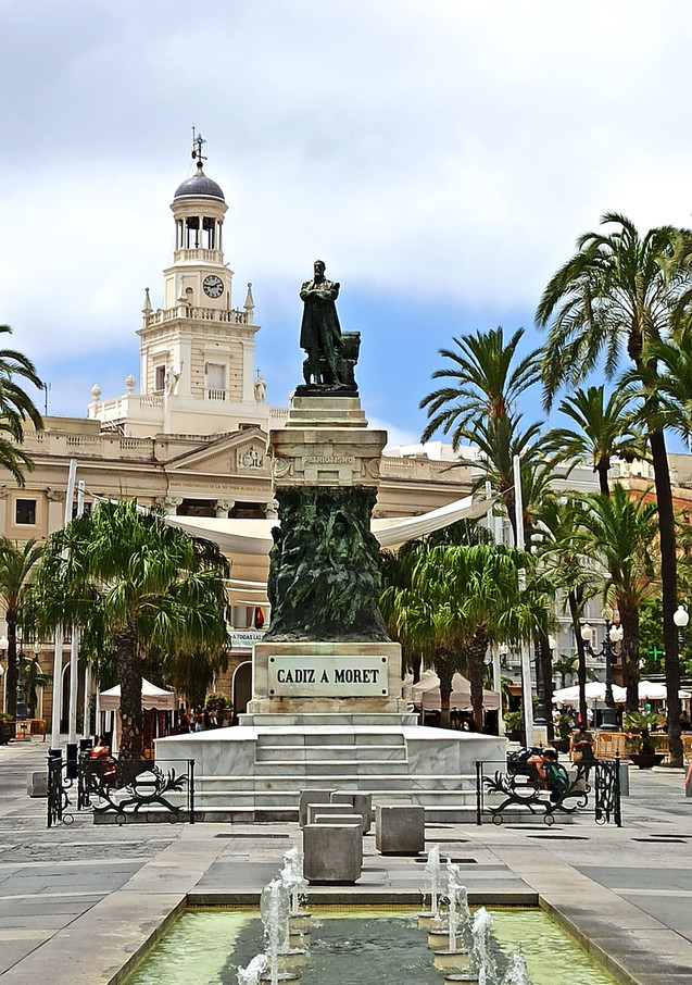 Estatua de Moret en la plaza de San Juan de Dios