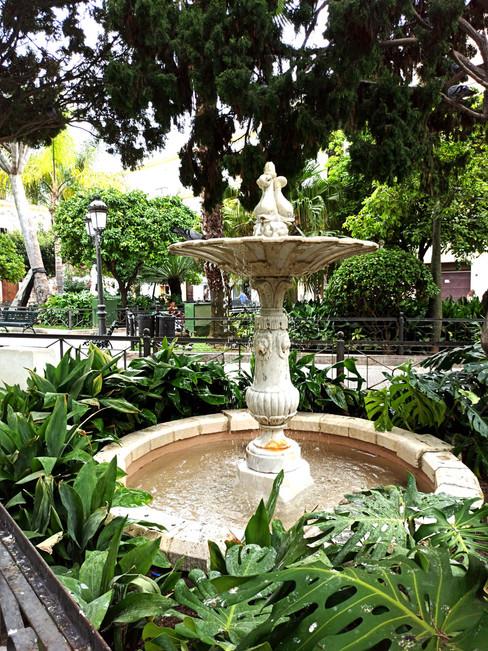 Fuente plaza de Candelaria