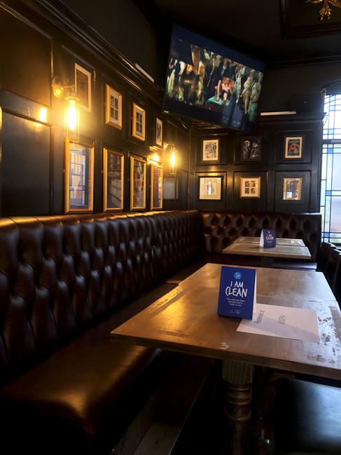 Detalle del interior del pub de Cam