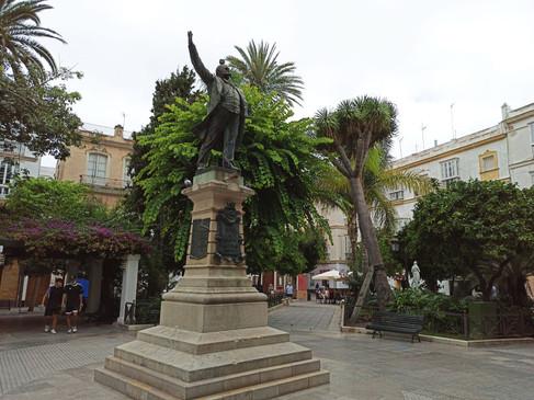 Monumento a Emilio Castelar, en la plaza de Candelaria
