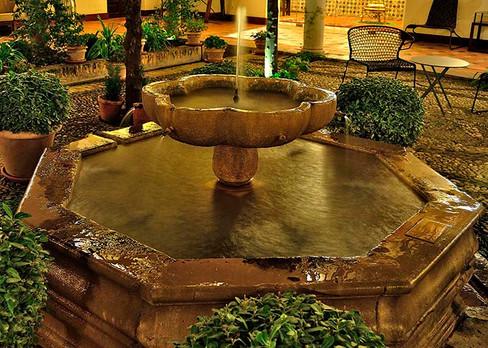 Fuente central del Parador Nacional de Granada