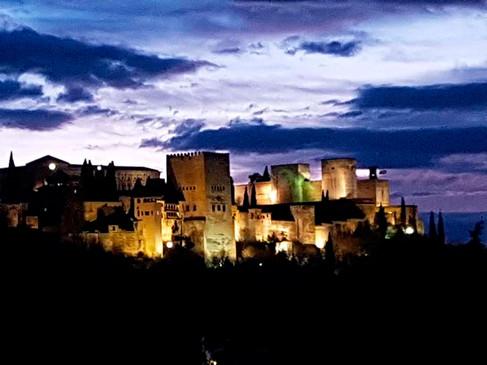 Vista de la Alhambra iluminada