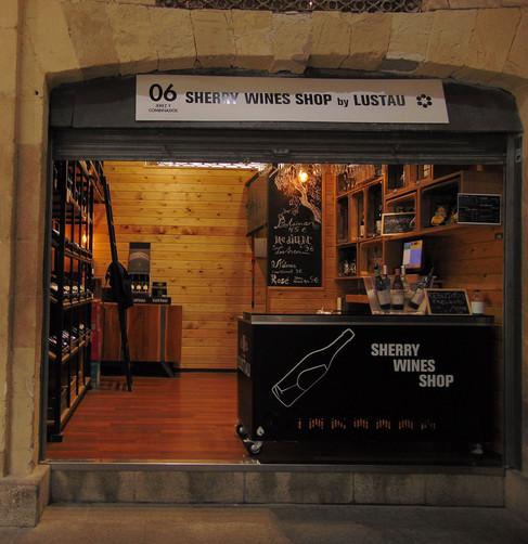 Sherry Wineshop by Lustau, tienda de vinos en el Mercado Central, donde Cam lleva a los asistentes al congreso