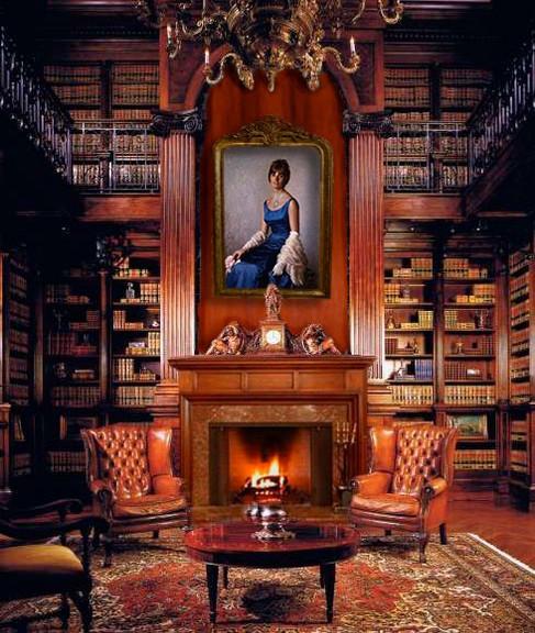 Recreación de la biblioteca de Los Tulipanes con el cuadro de doña Fina