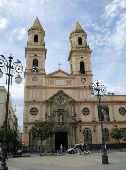 414px-Fachada_iglesia_san_Antonio_Cádiz.