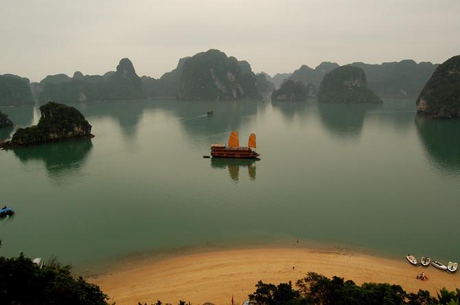 Day 4 (Vietnam) - AsktheTraveller -12 Days of Christmas