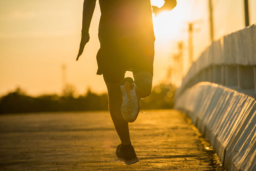 silhouette-young-fitness-man-running-sun