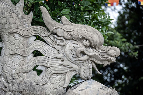 stone-dragon-sculpture-at-the-entrance-t