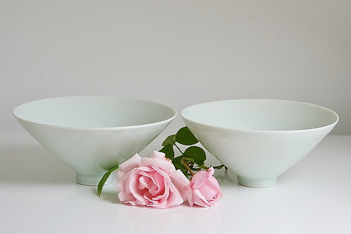 A pair of small bowls in celadon