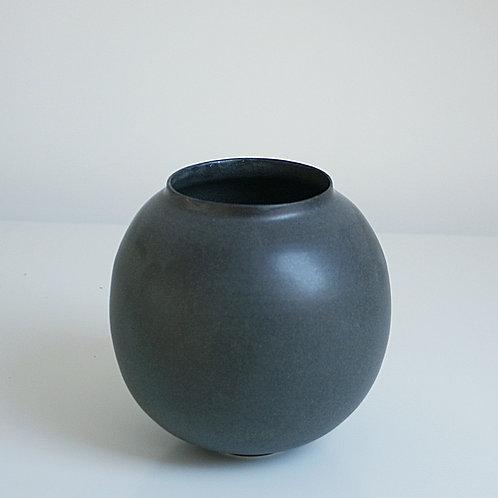 A moon jar in dark grey