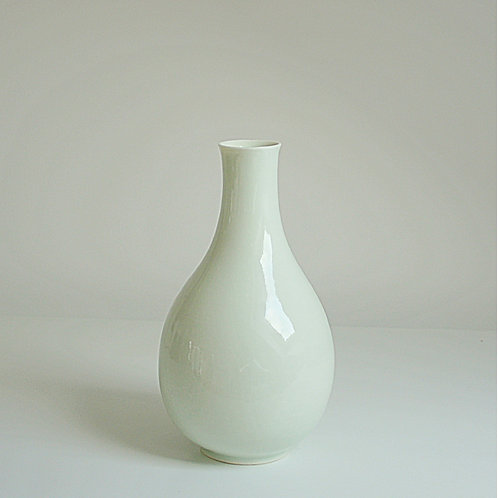 A bottle vase in celadon