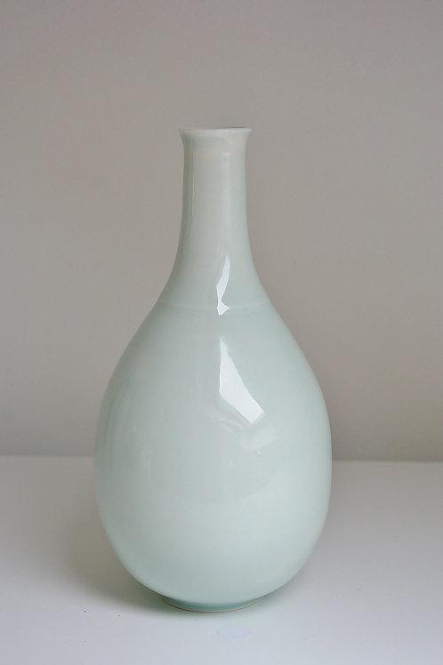 A bottle vase in celadon