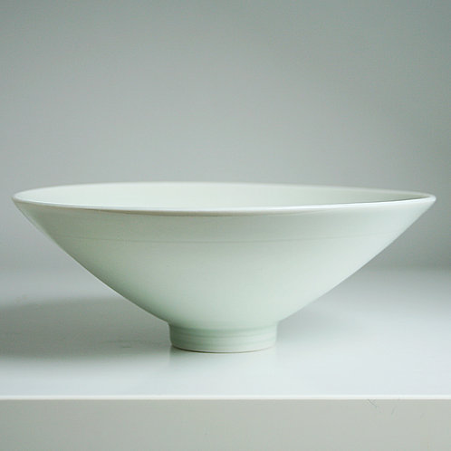 A medium bowl in celadon
