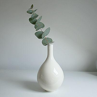 bottle vase 8c lr.jpg