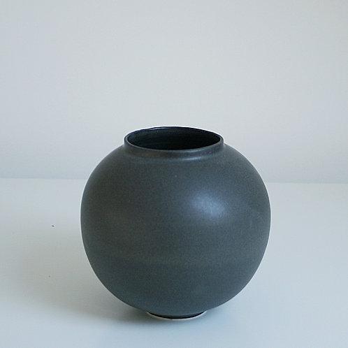 A small moon jar in dark grey