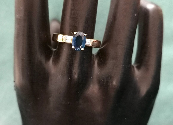bague solitaire saphir accompagné de diamants baguettes