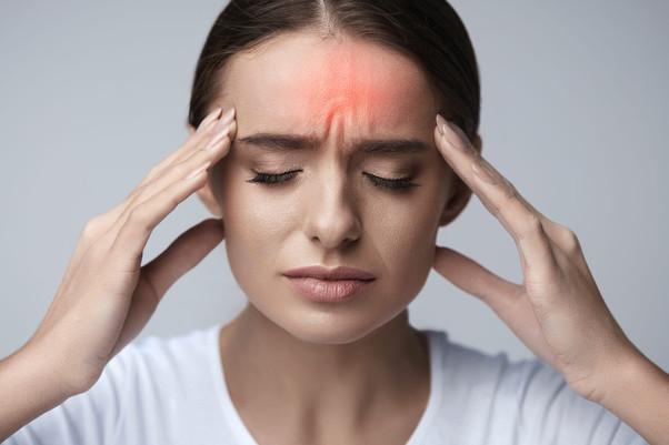 Enxaqueca com aura: o que é e quais são os sintomas