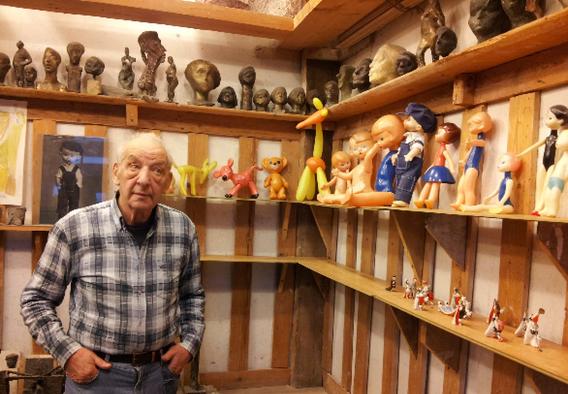 Лев Сморгон в мастерской