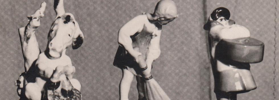 2. «Девочка с метелочкой». 1954 г. 3. «Мороженщица с коробом в руках». 1955 г. В массовом производстве не была