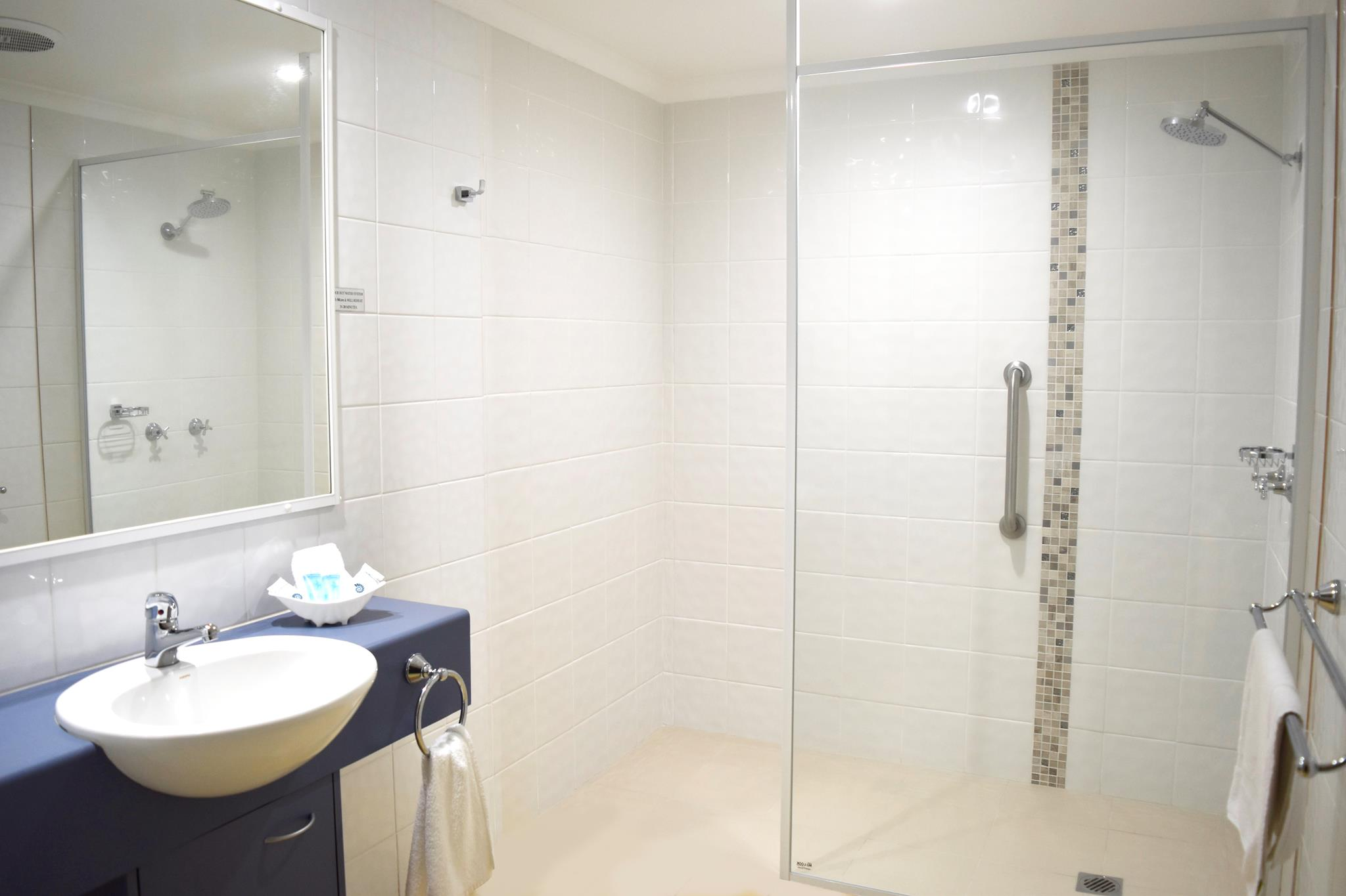 1 Bedroom Walk-in Shower