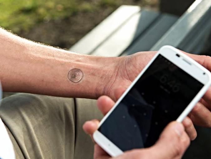 vivalink-digital-tattoo-moto-x-designbloc-01_edited.jpg