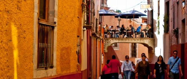Street-in-Guanajuato-City-Clock-thedesignbloc.jpg