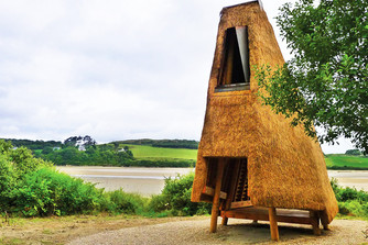 Thatch-Roofed Pavilion Wins in Northern Ireland