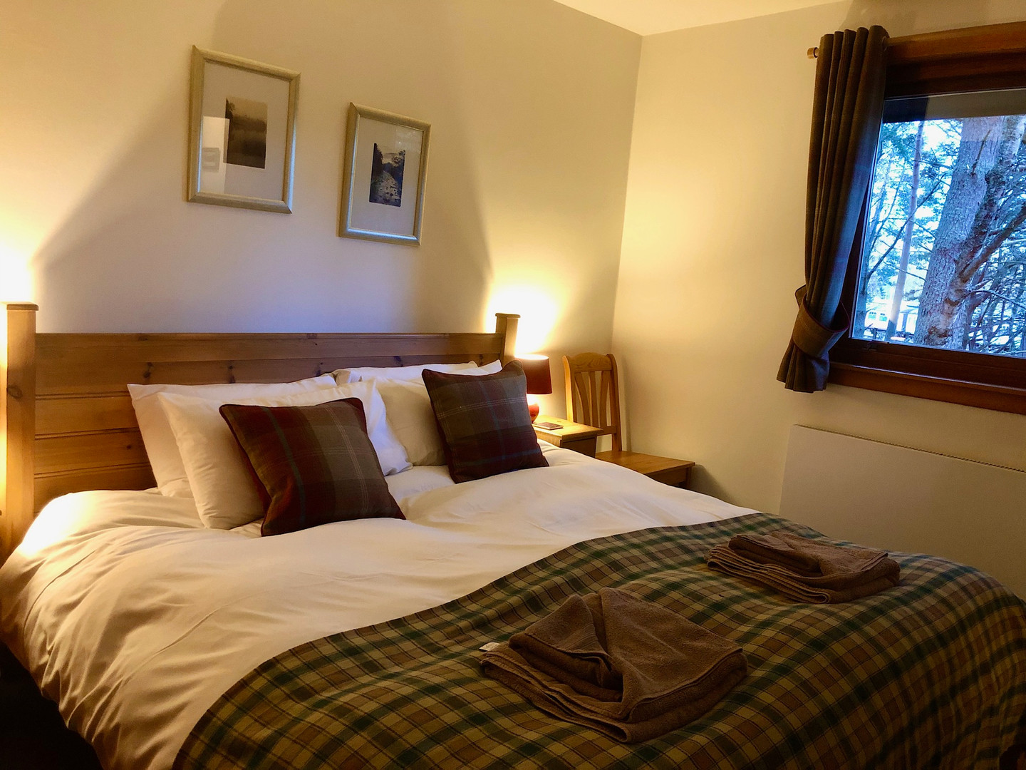 Double Bedroom -Super king size bed