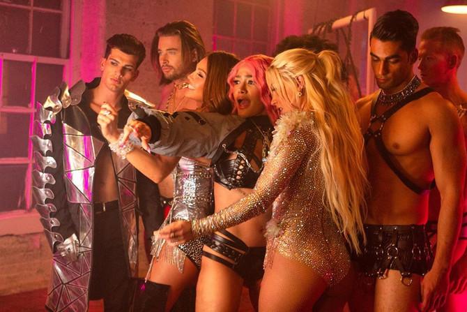 Thalía se une a 'Estoy Soltera', la canción de Leslie Shaw junto a Farina