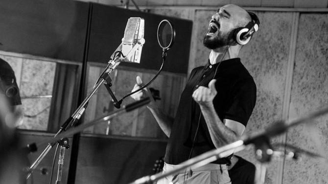 """Abel Pintos presentó la versión sinfónica de """"Cien años"""""""