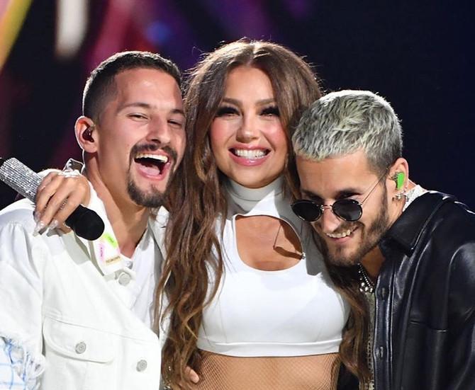 Así fue la presentación de Thalía ft Mau & Ricky en los Premio Lo Nuestro