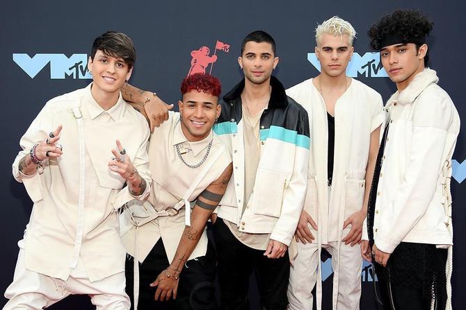 Los CNCO brillaron a puro baile en los VMA 2019