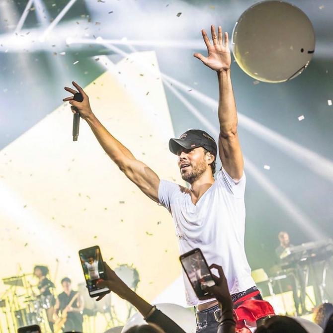 Enrique Iglesias se reencuentra con su familia gracias a un show en Madrid