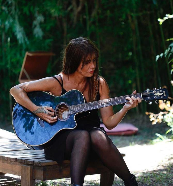 Fabiana Cantilo se suma al #YoMeQuedoEnCasa con un show