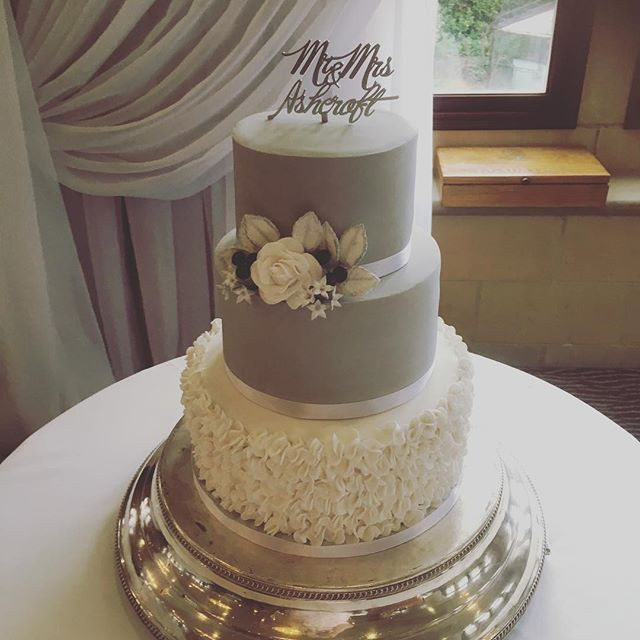 Grey and white weding cake, ruffled wedding cake, elegant wedding cake, South lodge wedding cake, grey and white,