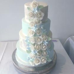 Blue & white wedding cake roses