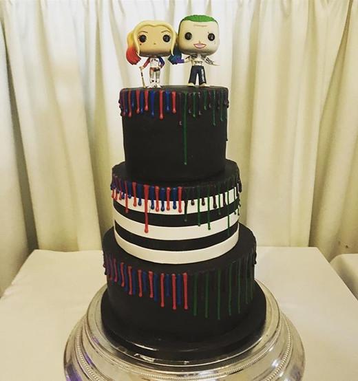 Harley Quinn  and Joker themed wedding cake