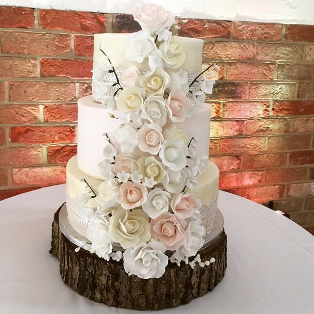 wedding cake Long Furlong Barns