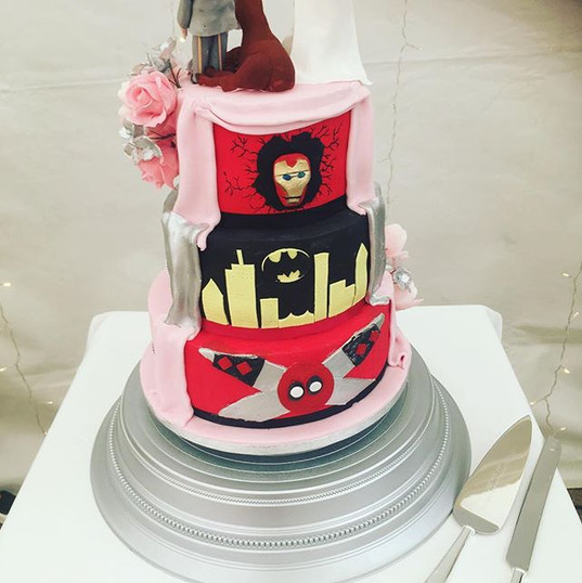Reveal wedding cake, secret wedding cake, heros wedding cake, marvel wedding cake, iron man wedding cake, deadpool wedding cake, batman wedding cake, reveal wedding cake