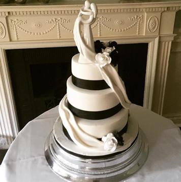 Black and white wedding cake, circle of love wedding cake, elegant wedding cake, three tier wedding cake, modern wedding cake, chic wedding cake, black and white wedding,